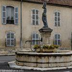 La Fontaine de la Nymphe à l'Amphore
