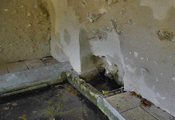 La Fontaine Sainte-Utrille et son Lavoir