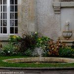 La Fontaine cour de la Mairie
