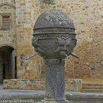 La Fontaine Place du Vieux MarchéLa Fontaine Place du Vieux Marché