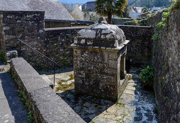 La Fontaine Saint-Caradec dite des Mariés
