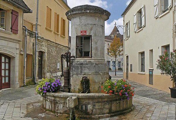 La Fontaine Place Cambornac