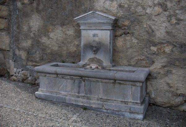 La Fontaine près de l'Abbatiale