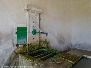 Fontaine à l'intérieure du Lavoir