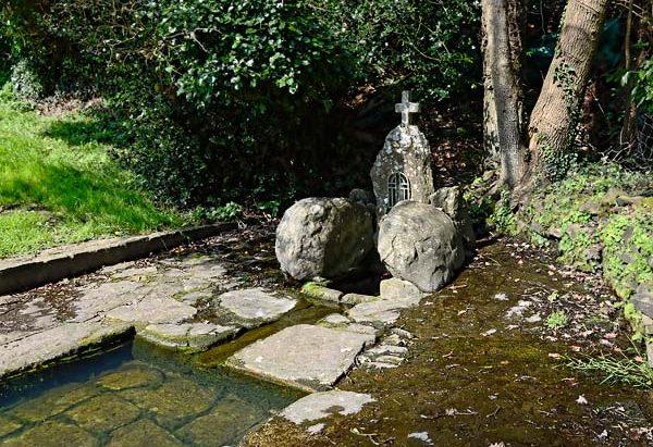 La Fontaine Saint-Nicodème ou Notre-Dame de la Rosée