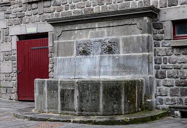 La Fontaine Place de la Poterne
