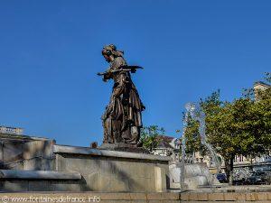 La Fontaine-Monument Jeanne Hachette