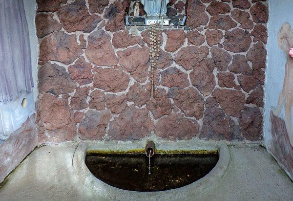 La Fontaine et la Chapelle St-Aubin à Manson