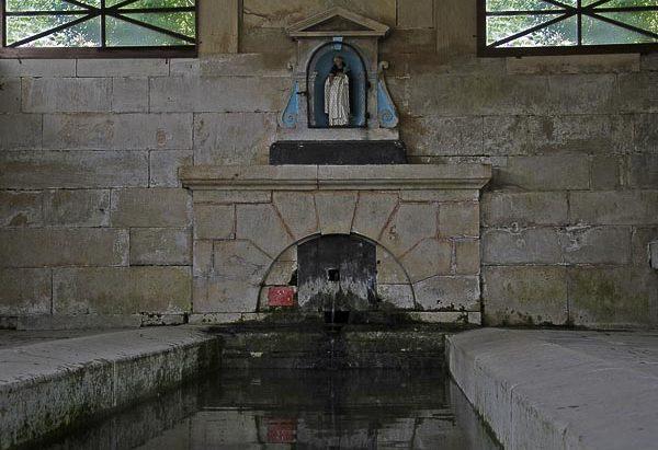 La Fontaine Saint-Pierre et son Lavoir