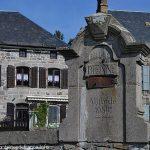 La Fontaine à l'entrée du Bourg