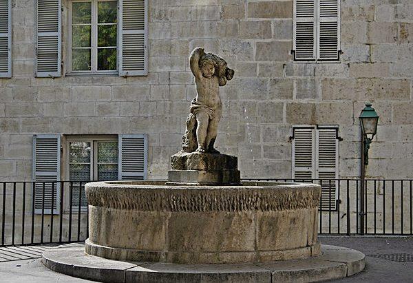 La Fontaine Place aux Fleurs