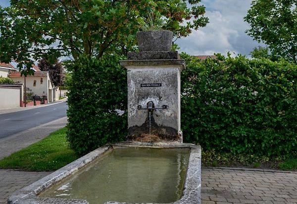 La Fontaine Place du Jard