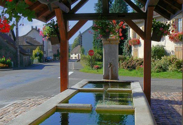 La Fontaine Lavoir Place des Tilleuls