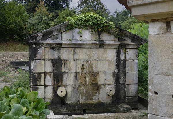 La Fontaine et le Lavoir de Lasdoutz