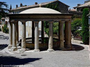 La Fontaine Lavoir Place du Mail