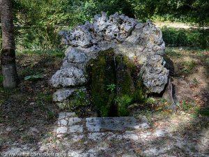 La Fontaine des Trois Grenouilles