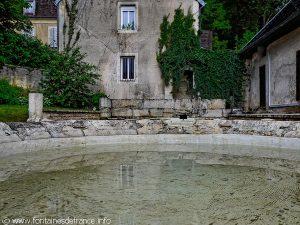 La Fontaine et le Lavoir Impasse du ChâteauLa Fontaine et le Lavoir Impasse du Château