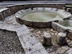 La Fontaine et le Lavoir Impasse du Château