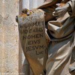 Détail du parchemin tenu par St-Jean