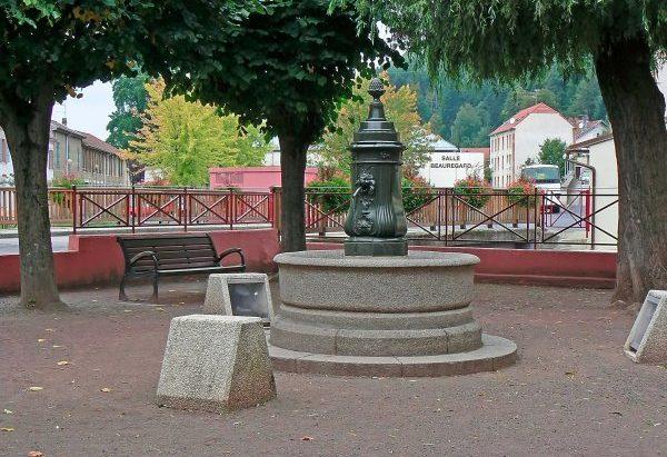 La Fontaine La Pomme de Pin