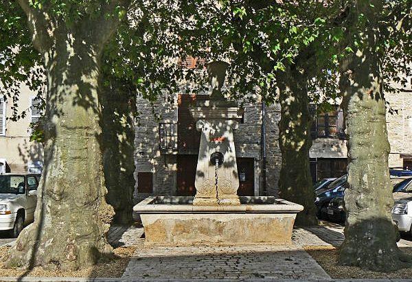 La Fontaine des Quatre Platanes