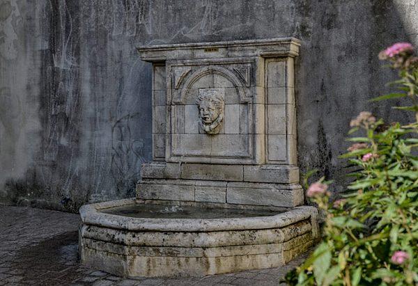 La Fontaine Place de la Paix