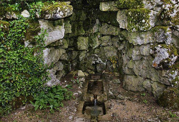 Fontaine Miraculeuse de Montrot