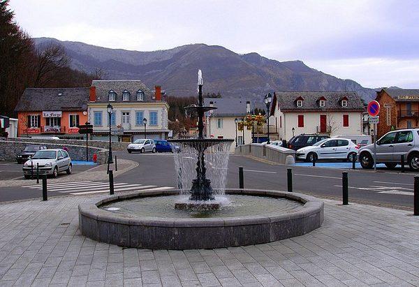 Les Fontaines Place de l'Eglise