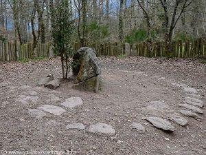 Vue d'ensemble du tombeau de Merlin