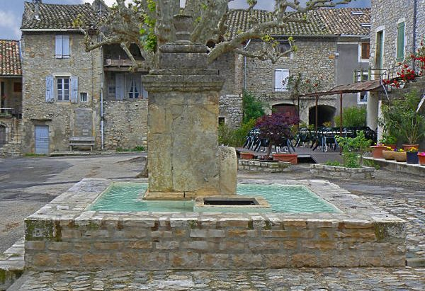 La Fontaine Place des Remparts