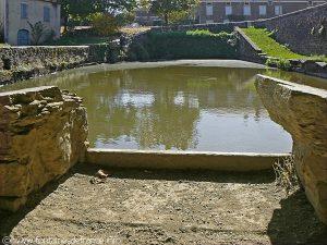 La Fontaine et le Lavoir du Bourg