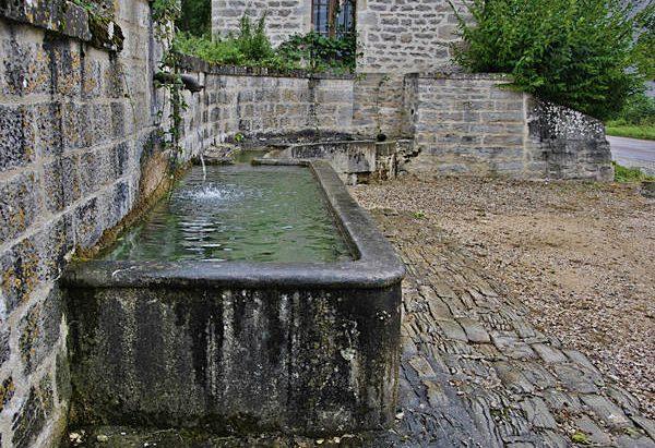 La Fontaine Abreuvoir du Hameau de la Chaleur