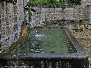 La Fontaine Abreuvoir Hameau de la Chaleur