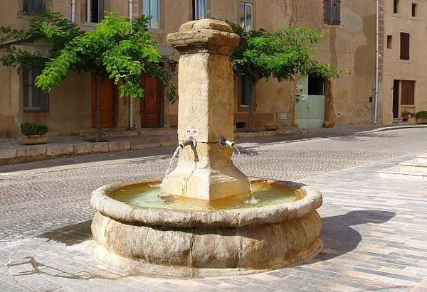 La Fontaine Place du 10 mai