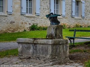 La Fontaine Place des Frères Le Nain