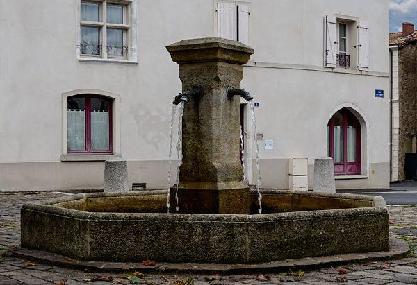 La Fontaine Place Jean Rimbert