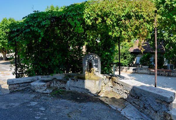 La Fontaine rue des Aires