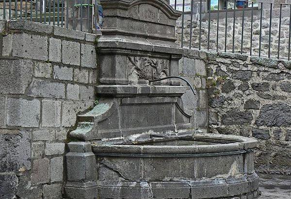 La Fontaine rue du Faubourg Notre-Dame
