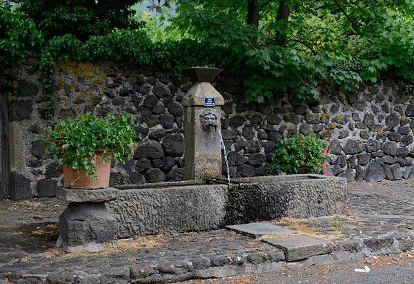 La Fontaine Place de la Croix de Gagne