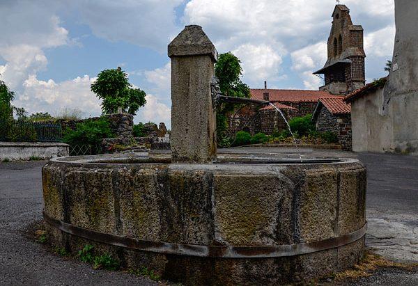 Fontaine Place du Prieuré Ste-Catherine