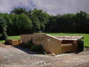 La Fontaine et le Lavoir de Ridefeu