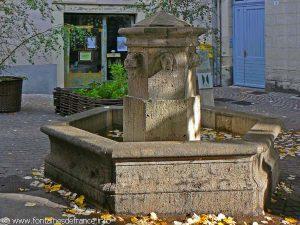 La Fontaine Place St-James