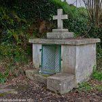 La Fontaine avec crucifix