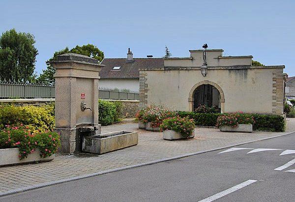 La Fontaine et le Lavoir Place de l'Eglise