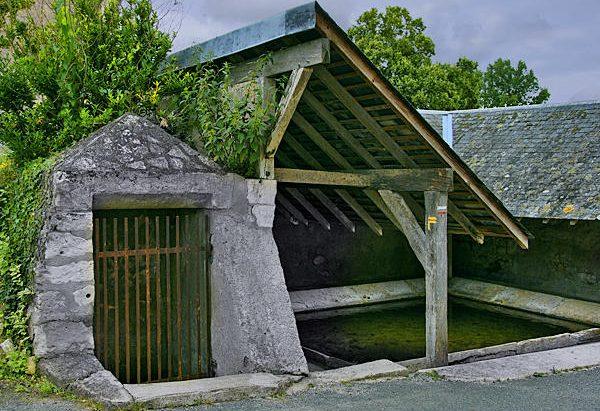 La Fontaine et le Lavoir du Vieux Bourg