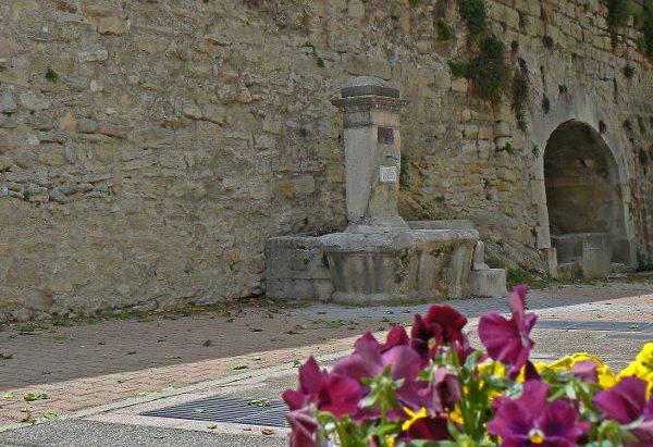 La Fontaine et le Lavoir du Barri