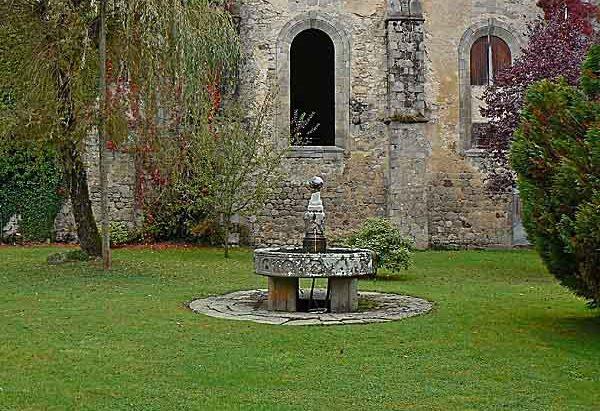 La Fontaine de l'Abbaye Notre-Dame de Bonnaigue