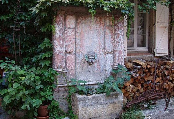 La Fontaine Place de la Bouquerie