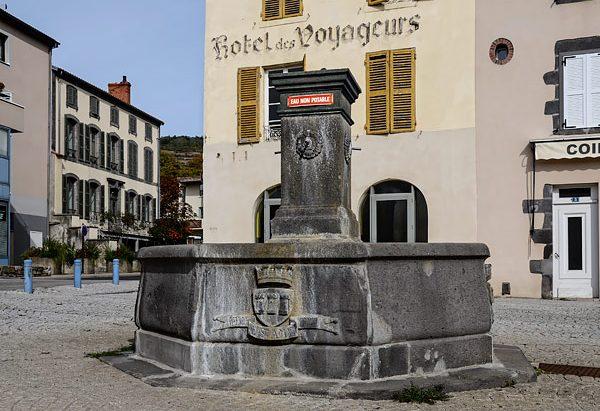 La Fontaine Place du Docteur Darteyre
