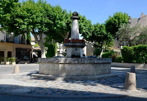 La Fontaine cours du Pourtalet